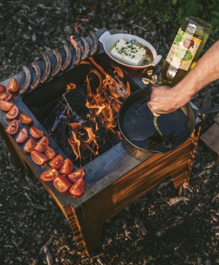 mat og grill på bålbanne renbrennende